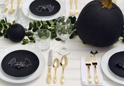 exciting decorating ideas to halloween EXCITING DECORATING IDEAS TO HALLOWEEN gallery 1467994133 halloween decorations bat tablescape 404x282